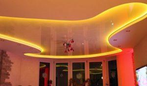 streamlined-false-ceiling-designs-with-hidden-lighting-300x177 Eğlence Merkezi Tavan ve Duvar Dekorasyonu gergi-tavan-uygulamalari  tavan dekorasyon modelleri tavan dekorasyon köpük tavan dekorasyon fiyatları şık alçı tavan modelleri salon asma tavan modelleri 2017 oturma odası asma tavan modelleri modern asma tavan modelleri güzel asma tavan modelleri eğlence merkezi tavan dekorasyon eğlence merkezi gergi tavan Eğlence merkezi aydınlatma duvar dekorasyonu taş duvar dekorasyonu fikirleri duvar dekorasyonu çerçeve duvar dekorasyonu duvar dekorasyon ürünleri duvar dekorasyon örnekleri duvar dekorasyon modelleri